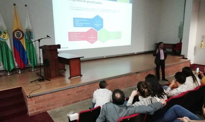 Egresado del programa de Comunicación y Relaciones Corporativas realizó charla acerca del campo laboral de la carrera
