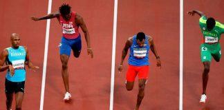 Anthony Zambrano tras la prueba de los 400 metros planos en los que ganó la medalla de plata en Tokio 2020. Agencia EFE