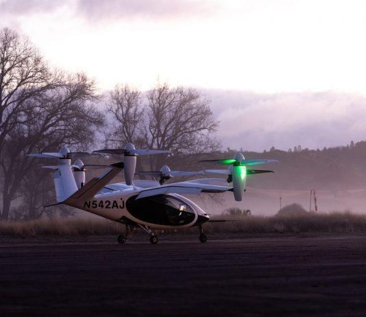 Fotografía cedida por Joby Aviation donde se muestra el avión eléctrico de despegue y aterrizaje vertical (eVTOL) en la base de vuelo eléctrico de la compañía ubicada cerca de Big Sur, California (Foto: EFE)